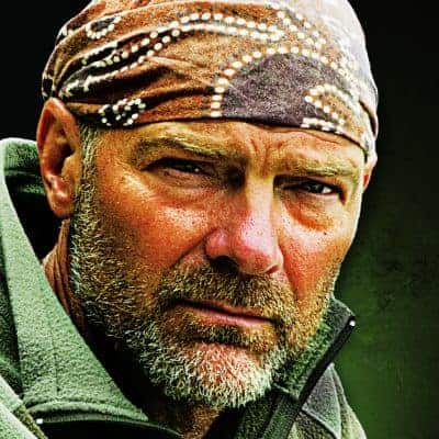 An Online chat with Les Stroud